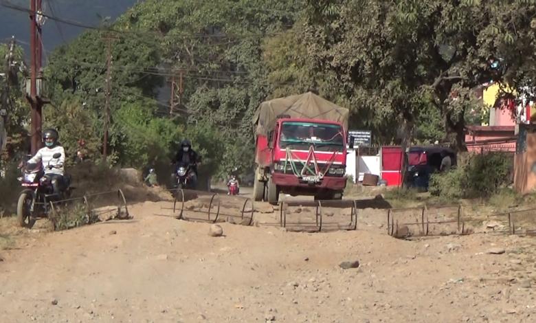 Photo of धुलाम्मे सडक निर्माणको माग गर्दै स्थानीयको अवरोध (भिडियाे सहित)