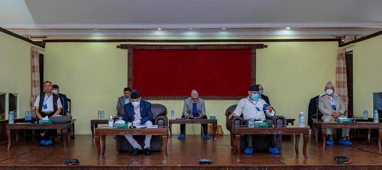 Photo of नेकपाको स्थायी कमिटी बैठक बसेको केही मिनेटमै सकियो, प्रवक्ता श्रेष्ठ र लामाको सम्बन्धबारे प्रचण्डको ब्रिफिङ