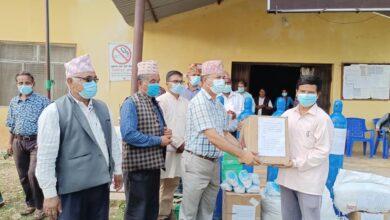 Photo of तीन स्थानीय तह र स्वास्थ्य संस्थालाई १० लाखका स्वास्थ्य सामाग्री प्रदान
